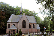 De Stulpkerk in Lage Vuursche waar a.s. vrijdag in besloten kring de begrafenis is van  Prins Friso. Na een dienst in de Stulpkerk in Lage Vuursche wordt de Prins begraven op de daarbij gelegen begraafplaats.<br /> <br /> The Stulp Church in Lage Vuursche where this Friday in private funeral is of Prince Friso. After service in the Church Stulp in Lage Vuursche the Prince buried in the cemetery located next to the church<br /> <br /> Op de foto / On the photo:  De Stulpkerk