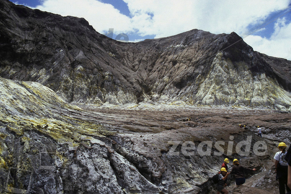 The main crater of this active volcanic island is accessible for the daring tourists when there is no imminent major activity. However, when you take the boats ex Whakatane, you do so at your own risk …