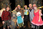 """Première familievoorstelling 'Mr Finney' in Theater Diligentia te Den Haag. De nieuwsgierige Mr Finney is gebaseerd op de bekende boekjes van Laurentien van Oranje en Sieb Posthuma. In de boeken stelt Mr Finney veel vragen over de wereld om zich heen en beleeft hij veel avonturen op zoek naar antwoorden.<br /> <br /> Premiere family show """"Mr. Finney 'Diligentia Theater in The Hague. The curious Mr. Finney is based on the famous books of Laurentien van Oranje and Sieb Posthuma. The book suggests Mr. Finney many questions about the world around him and he experiences many adventures looking for answers.<br /> <br /> Op de foto / On the photo:  Prinses Laurentien met cast  Dick Feld , Eric-Jan Lens , Marie-Claire Witlox en Femke Hermans"""