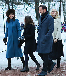 The Duke and Duchess of Cambridge along with Queen Sonja, Crown Prince Hakkon and Crown Princesses Mette-Marit and Alexandra walk through a sculpture park in Oslo<br />