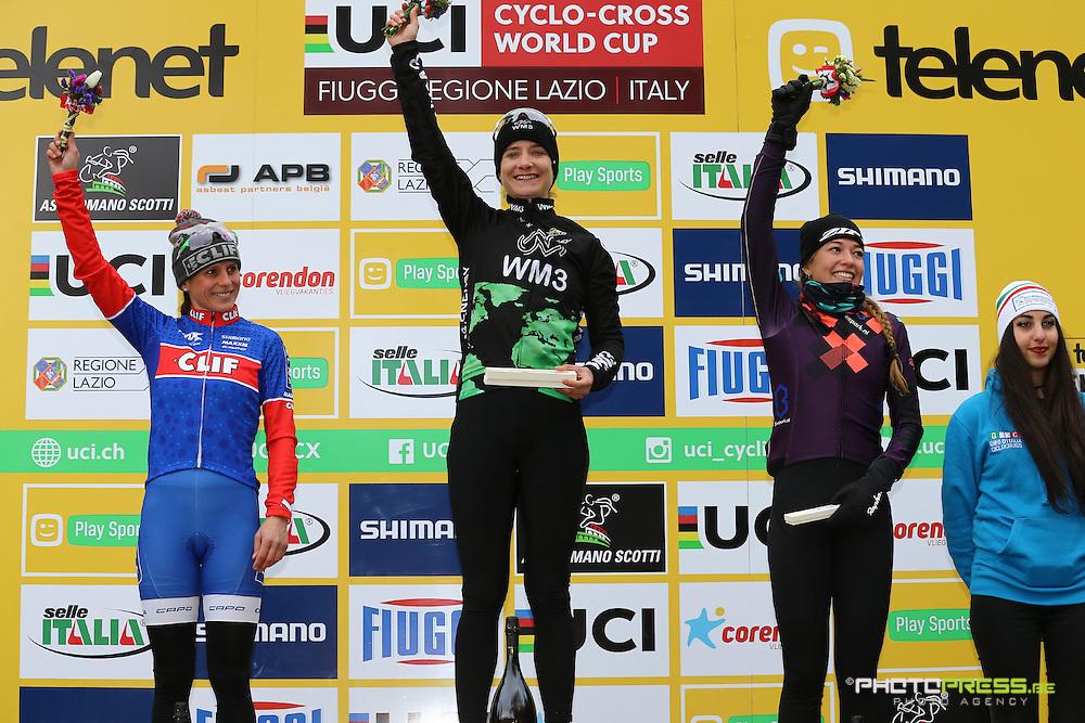 ITALY / ITALIE / FIUGGI / REGIO LAZIO / CYCLING / CYCLOCROSS / VELDRIJDEN / RADQUER / WORLD CUP #7 / WERELDBEKER #7 / COUPE DU MONDE #7 / 8TH MEMORIAL ROMANO SCOTTI / WOMEN / PODIUM / PODIUMCEREMONIE / (L-R) KATHERINA NASH (USA) / VOS MARIANNE (NED) / DE BOER SOPHIE (NED) /