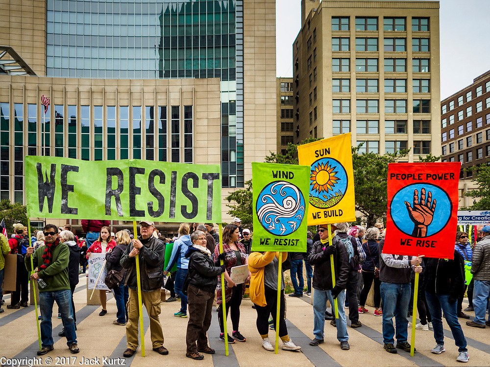 29 APRIL 2017 - MINNEAPOLIS, MINNESOTA: People line S 4th Street in Minneapolis during the People's Climate Solidarity March. Thousands of people marched through downtown Minneapolis and rallied around the US Federal Courthouse to participate in the People's Climate Solidarity March. The Minneapolis march coincided with other marches to protest the climate change policies of President Trump and the Republican Party that were held across the US. It took place just one week after a series of large marches in support science and fact based decision making.     PHOTO BY JACK KURTZ