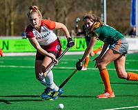 ALMERE - Joelle Angel (ALM) met Rosalie de Beer (WereDi)  tijdens de promotieklasse hockeywedstrijd dames,  Almere - Were Di (1-1).    COPYRIGHT KOEN SUYK