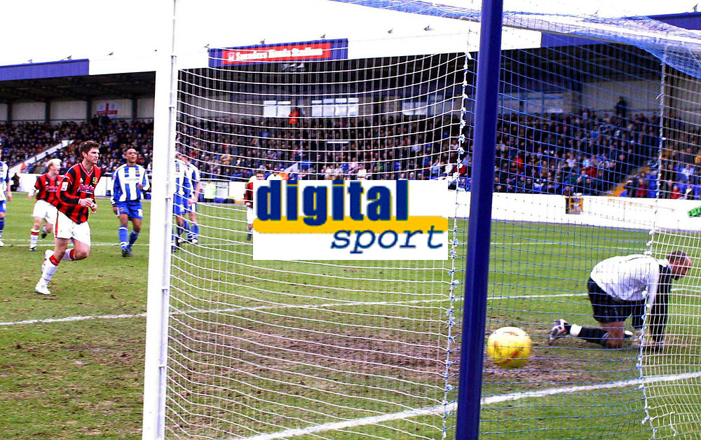 Photo: Paul Thomas. Chester City v Yeovil Town. Deva Stadium, Chester. Coca Cola League Two. 19/02/2005. Phil Jevons scores from the penalty spot.