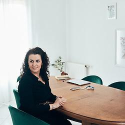 Alexia Rouleau Diez-Soto, game designer et co-fondatrice d'Arcane, dans son salon. Ussy-sur-Marne, France. 4 mars 2021.