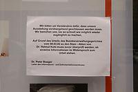 13 MAR 2002, BERLIN/GERMANY:<br /> Eine Information an einem Schaukasten als Hinweis auf die voruebergehende Schliessung der Stasi Ausstellung  des Informations-und Dokumentationszentrums der Bundesbeauftragten fuer die Unterlagen des Staatssicherheitsdienstes der ehem. DDR aufgrund der Urteils des Bundesverwaltungsgerichts zu den Stasi Akten von Helmut Kohl, Stasi Ausstellung<br /> IMAGE: 20020313-02-002