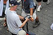 Nederland, Nijmegen, 21-7-2010Controle van de polsbandjes van lopers dmv een scanner die de barcode met gegevens scant hetgeen aanvankelijk een probleem was.Deelnemers aan de 4daagse, vierdaagse,  lopen op de tweede dag, de dag van Wijchen, over de voerweg naar de finish op de wedren. Traditioneel de roze woensdag.The International Four Day Marches Nijmegen (or Vierdaagse) is the largest marching event in the world. It is organized every year in Nijmegen mid-July as a means of promoting sport and exercise. Participants walk 30, 40 or 50 kilometers daily, and on completion, receive a royally approved medal (Vierdaagsekruis). The maximum number is 45,000 .Foto: Flip Franssen/Hollandse Hoogte