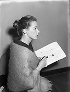 Clodagh Phibbs, 18 Year old dress designer, first fashion show at Hibernian. <br />