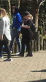 Exclusive - Pregnant Kelly Clarkson Visits the Zoo