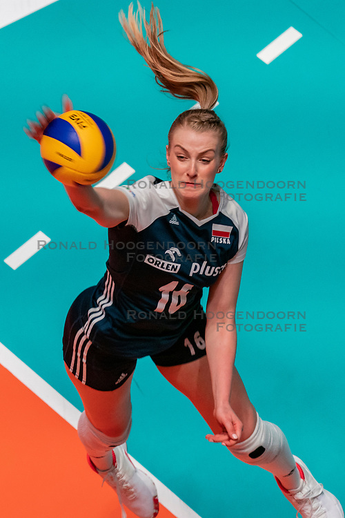 28-05-2019 NED: Volleyball Nations League Bulgaria - Poland, Apeldoorn<br /> <br /> Natalia Medrzyk #16 of Poland