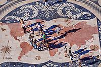 Portugal, Lisbonne, quartier de Belem, le monument des Découvertes en hommage aux navigateurs portugais qui découvrirent le Nouveau Monde, mosaique illustrant les itinéraires empruntés par les navigateurs // Portugal, Lisbon, Belem, compass pavement, mosaic deptic the navigator's  itinerary, in front of the Monument of the Discoveries