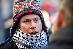 © Licensed to London News Pictures. 30/11/2017. London, UK. Lauri Love arrives at the High Court in London, where he is appealing extradition to the US over alleged cyber-hacking. Photo credit: Tolga Akmen/LNP