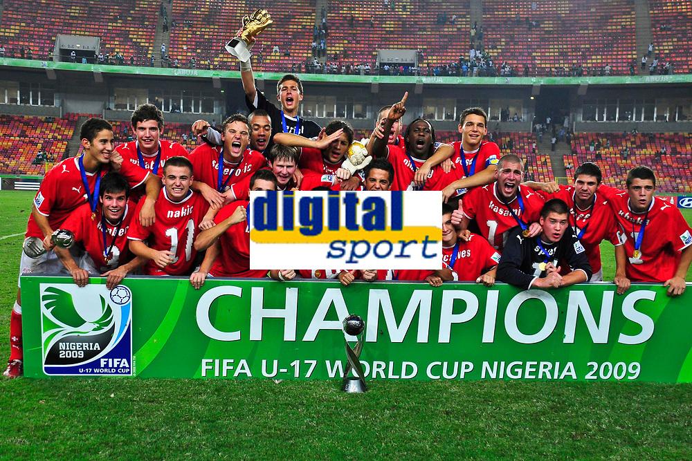 Die U17-Nationalmannschaft posiert fuers Siegerfoto © Safolabi/EQ Images