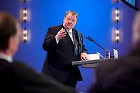 11 JAN 2011, KOELN/GERMANY:<br /> Peter Heesen, dbb Bundesvorsitzender, haelt eine Rede, 52. Jahrestagung dbb beamtenbund und tarifunion, Congress-Centrum Nord Koelnmesse<br /> IMAGE: 20110111-01-196<br /> KEYWORDS: Köln, speech