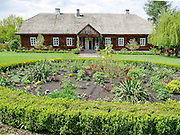 Drewniany dwór z miejscowości Suchedniów z początku XIX wieku Muzeum Wsi Kieleckiej – Park Etnograficzny w Tokarni.