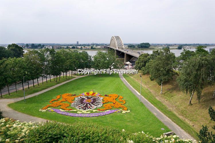 Nederland, the Netherlands, Nijmegen, 9-6-2018Het stadswapen van de stad gevormd door bloemen, al sinds de jaren 50 een vast beeld op deze plek .FOTO: FLIP FRANSSEN