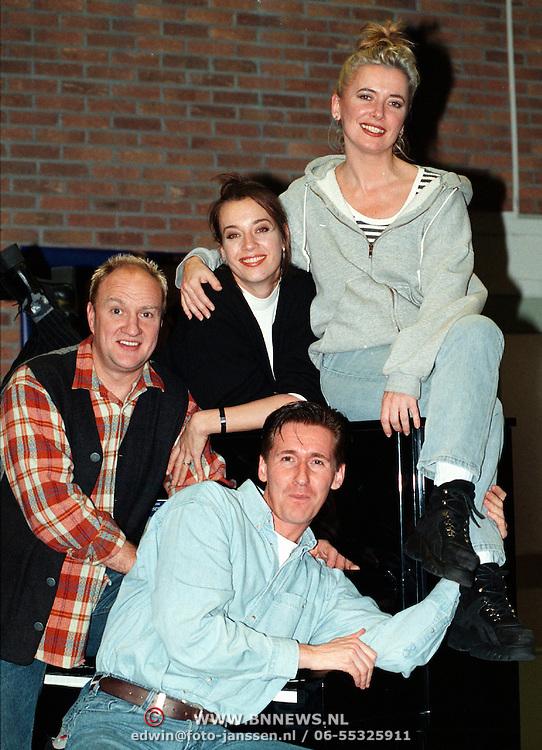 Doris Baaten, Henk Poort, Marjolein Keuning cast van de musical Closer than Ever