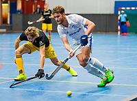 AMSTERDAM -   Floris de Ridder (Kampong)  met Laz Omrani (Den Bosch)   Zaalhockey hoofdklasse, Den Bosch H1-Kampng H1.COPYRIGHT KOEN SUYK