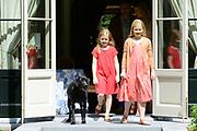 Koninklijke fotosessie 2013 op landgoed De Horsten ( het huis van de koninklijke familie)  in Wassenaar.<br /> <br /> Royal photoshoot 2013 at De Horsten estate (the home of the royal family) in Wassenaar.<br /> <br /> Op de foto / On the photo: Prinses Amalia en prinses Ariane