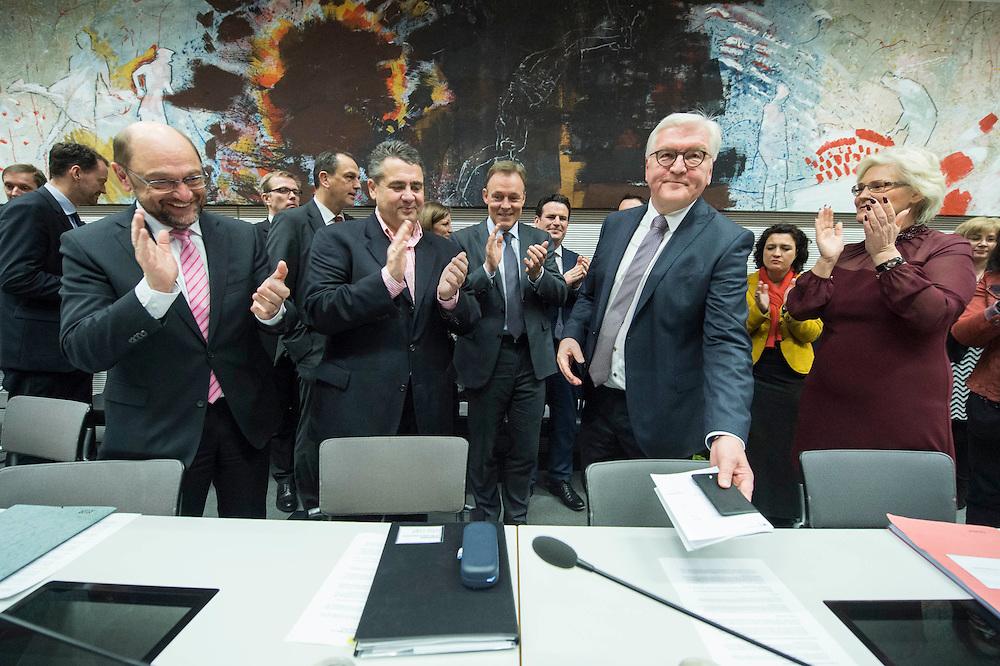 11 FEB 2017, BERLIN/GERMANY:<br /> Martin Schulz, SPD, Kanzlerkandidat, Sigmar Gabriel, SPD, Bundesaussenminister, Thomas Oppermann, SPD Fraktionsvorsitzender, Frank-Walter Steinmeier, SPD, Kandidat fuer das Amt des Bundespraesidenten, Christine Lamprecht, SPD, 1. Parl. Geschäftsfüherin, (v.L.n.R.), vor Beginn der SPD Fraktionssitzung am Vortag der Bundesversammlung, Reichstagsgebaeude, Deutscher Bundestag<br /> IMAGE: 20170211-02-015<br /> KEYWORDS: Applaus, applaudieren, klatschen