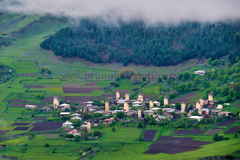 Georgie, Svanetie, la Haute Svanetie, village de Lahiri avec ses maisons tours // Georgia, Svaneti, Lahiri village with their towers called Koki