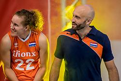 01-10-2017 AZE: Final CEV European Volleyball Nederland - Servie, Baku<br /> Nederland verliest opnieuw de finale op een EK. Servië was met 3-1 te sterk / Nicole Koolhaas #22 of Netherlands, Coach Jamie Morrison