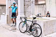Jakob Fuglsang, dansk cykelrytter der kører for Astana Pro Team. Fuglsang bor i Monaco sammen med sin kone Loulou og datteren Jamie Lou.<br /> <br /> SPECIAL B.T.