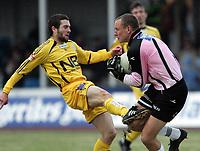 Fotball<br /> Adeccoligaen<br /> 30.04.2006<br /> Hønefoss v Bodø/Glimt 3-1<br /> Foto: Morten Olsen, Digitalsport<br /> <br /> Mounir Hamoud - Glimt<br /> Thomas Solvoll - Hønefoss