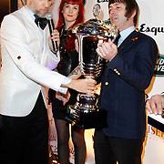 NLD/Hoorn/20111201- Esquire Best Geklede Man 2011, Hoofdredacteur Esquire Arno Kantelberg overhandigd de beker aan winnaar Felix Maginn