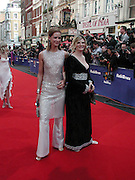 trinni Woodall and Suzannah Constantine. TV Bafta Awards. 21 April 2002. © Copyright Photograph by Dafydd Jones 66 Stockwell Park Rd. London SW9 0DA Tel 020 7733 0108 www.dafjones.com