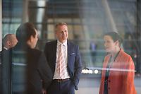 DEU, Deutschland, Germany, Berlin, 05.05.2020: Petr Bystron (AfD) und Nicole Höchst (AfD) vor der Fraktionssitzung der Partei Alternative für Deutschland (AfD) im Deutschen Bundestag.