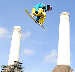 29.10.2011, Battersea Power Station, London GBR, FIS Snowboard Worldcup, Relentless Freeze Festival, im Bild FIS World Cup 2012 Heat 1, Patrick CINCA of GER // during FIS Snowboard Worldcup at Relentless Freeze Festival in London, United Kingdom on 29/10/2011. EXPA Pictures © 2011, PhotoCredit: EXPA/ TNT Sports/ Nick Tapsell +++++ ATTENTION - OUT OF ENGLAND/GBR +++++