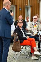 DEU, Deutschland, Germany, Rottenburg, 27.07.2021: Ralph Brinkhaus, Vorsitzender der CDU/CSU-Bundestagsfraktion, und Annette Widmann-Mauz (CDU) beim Wahlkampfauftakt der CDU in Baden-Württemberg im Biergarten beim Haus der Bürgerwache.