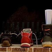 Nederland Rotterdam 1 december 2007 .Kinderschoenen bij de open haard voor Sinterklaas ..Foto David Rozing