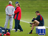 Photo: Scott Heavey.<br />England Training session at London Colney. 29/03/2004.<br />Joe Cole takes a break to change his boots