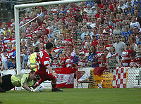 Foto: Digitalsport<br /> NORWAY ONLY<br /> Photo. Andrew Unwin<br /> Doncaster Rovers v York, Nationwide League Division Three, Earth Stadium, Belle Vue, Doncaster 24/04/2004.<br /> Doncaster's Gregg Blundell (8) opens the scoring for his team.