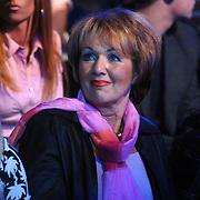 NLD/Weesp/20070319 - 3e Live uitzending Just the Two of Us, schoonmoeder Bartina Koeman