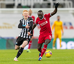 NEWCASTLE-UPON-TYNE, ENGLAND - Wednesday, December 30, 2020: Liverpool's Sadio Mané (R) and Newcastle United's Matty Longstaff during the FA Premier League match between Newcastle United FC and Liverpool FC at St. James' Park. The game ended in a goal-less draw. (Pic by David Rawcliffe/Propaganda)