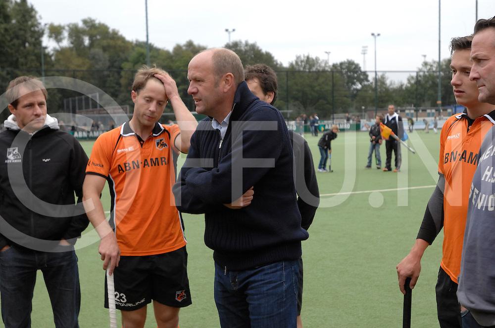 EINDHOVEN - Oranje Zwart- Schaerweijde<br /> Hoofdklasse mannen<br /> Foto: OZ coach Michel van de Heuvel.<br /> FFU PRESS AGENCY COPYRIGHT FRANK UIJLENBROEK