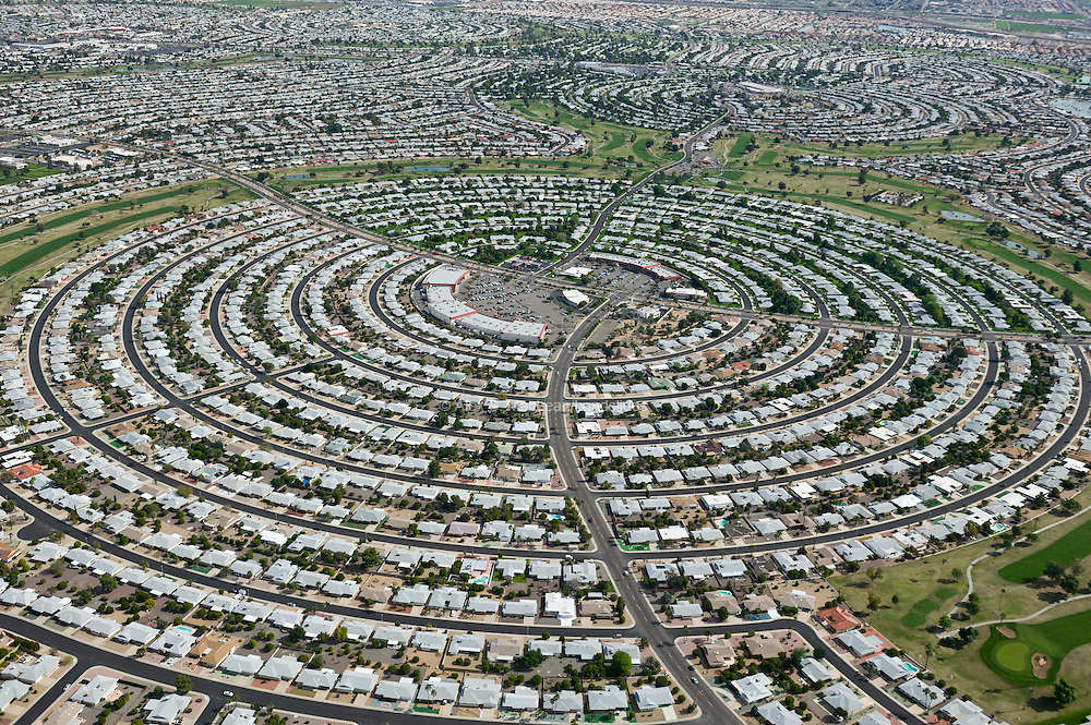 Concentric roads surround a neighborhood commercial center.  This road configuration does not lend itself to pedestrian movement toward the center or toward the open space of the golf course that encircles the community.