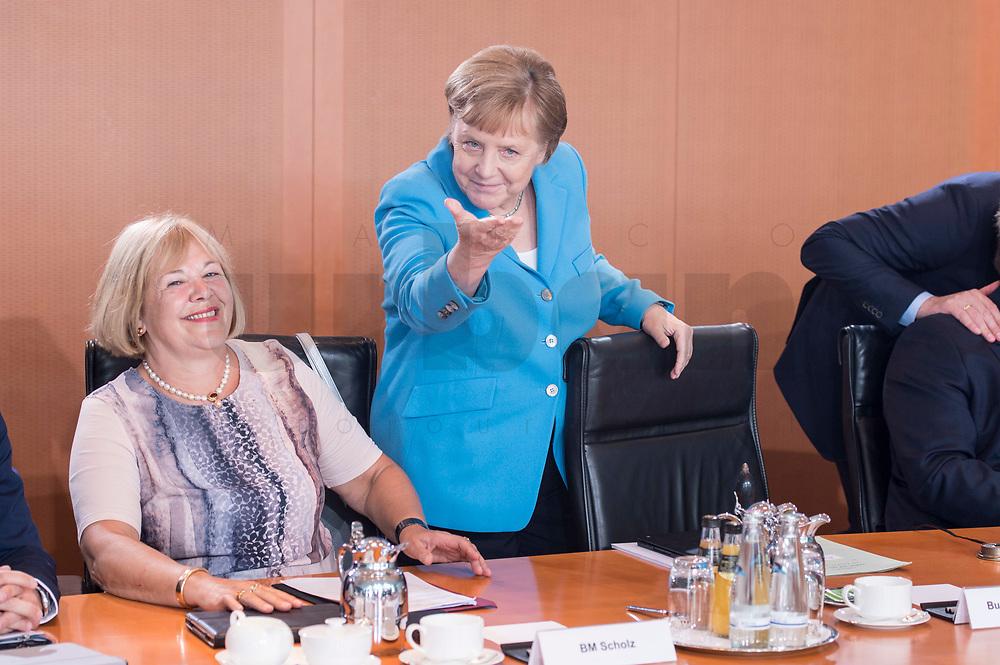 03 JUL 2019, BERLIN/GERMANY:<br /> Angela Merkel (M), CDU, Bundeskanzlerin, und Bettina Hagedorn (L), SPD, Parl. Staatssekretaerin Bundesministerium der Finanzen, vor Beginn der Kabinettsitzung, Bundeskanzleramt<br /> IMAGE: 20190703-01-017<br /> KEYWORDS: Kabinett, Sitzung