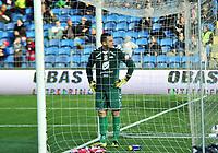 Fotball Herrer Tippeligaen 2013<br /> Marienlyst Stadion Gamle Gress  12.05.2013<br /> <br /> Strømsgodset vs Brann<br /> <br /> Resultat 2 - 0<br /> <br /> Foto: Robert Christensen Digitalsport<br /> <br /> Brann keeper Piotr Leciejewski titter på egne supportere etter å ha slippet inn 2 mål for dagen. muligens noe tilrop fra supporterne