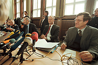 10 JAN 2001, BERLIN/GERMANY:<br /> Rudolf Scharping (2.v.R.), SPD, Bundesverteidigungsminister, Harald Kujat (L), Generalinspekteur der Bundeswehr, Klaus-Guenther Biederbrick (2.v.L.), Staatssekretaer im BMVg, und Walter Stuetzle (R), Staatssekretaer im BMVg, waehrend einer Pressekonferenz zur Verwendung von uranhaltiger Munition, Bundesverteidigungsministerium<br /> IMAGE: 20010110-02/01-04<br /> KEYWORDS: Klaus-Günther Biederbrick, Walter Stützle, Staatssekretär, General