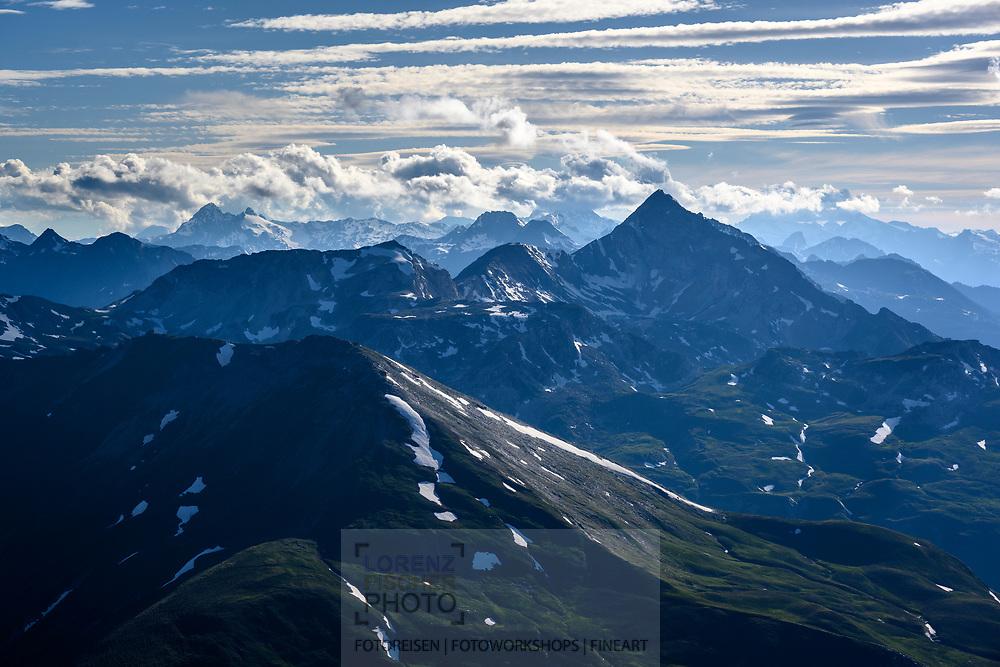 Blick vom Piz Arblatsch nach W über die Bündner Alpen, Savognin, Parc Ela, Graubünden, Schweiz<br /> <br /> View from Piz Arblatsch to the west over the Graubünden Alps, Savognin, Parc Ela, Graubünden, Switzerland