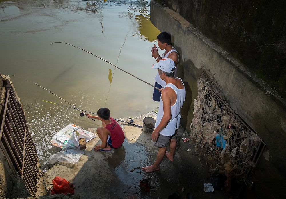 VAN HA, VIETNAM - CIRCA SEPTEMBER 2014: Villagers fishing over the Cau River in the Lang Gom Tho Ha village. The village belongs to the Van Ha commune, it is located 50km away from Hanoi in Northern Vietman