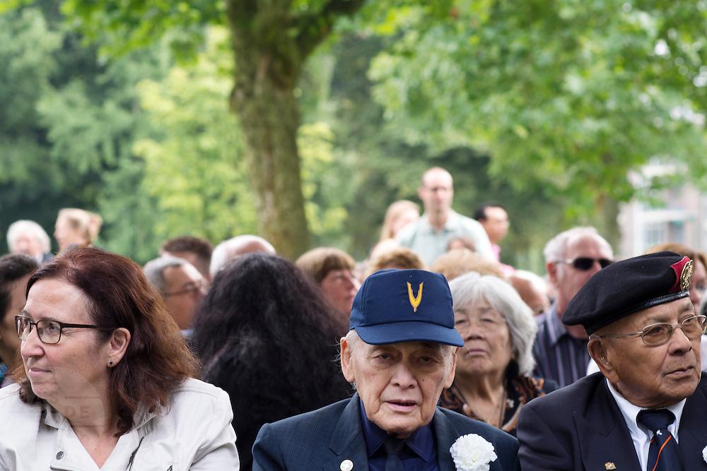 In Arnhem worden op het landgoed van Het Koninklijk Tehuis voor Oud-Militairen en Museum Bronbeek de slachtoffers van de Birma Siam en de Pakanbaru spoorlijnen herdacht. Bij de aanleg van deze twee 'dodenspoorwegen' tijdens de Tweede Wereldoorlog zijn veel slachtoffers gevallen onder de dwangarbeiders die door de Japanse bezetter tewerk zijn gesteld.<br /> <br /> In Arnhem at the property of The Royal Home for Former Soldiers and Museum Bronbeek the victims of Burma and Siam railway Pakanbaru are commemorated. In the construction of these two 'dead railways' during World War II, many casualties among the convicts who are employed by the Japanese are made.