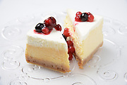 Baked cheese cake with berries