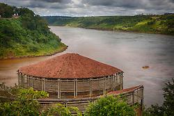 O Espaço das Américas, localizado junto ao Marco das Três Fronteiras: do lado esquerdo, a fronteira com a Argentina (delimitada pelo Rio Iguaçu) e do direito, com o Paraguai (delimitada pelo Rio Paraná). FOTO: Jefferson Bernardes/ Agência Preview