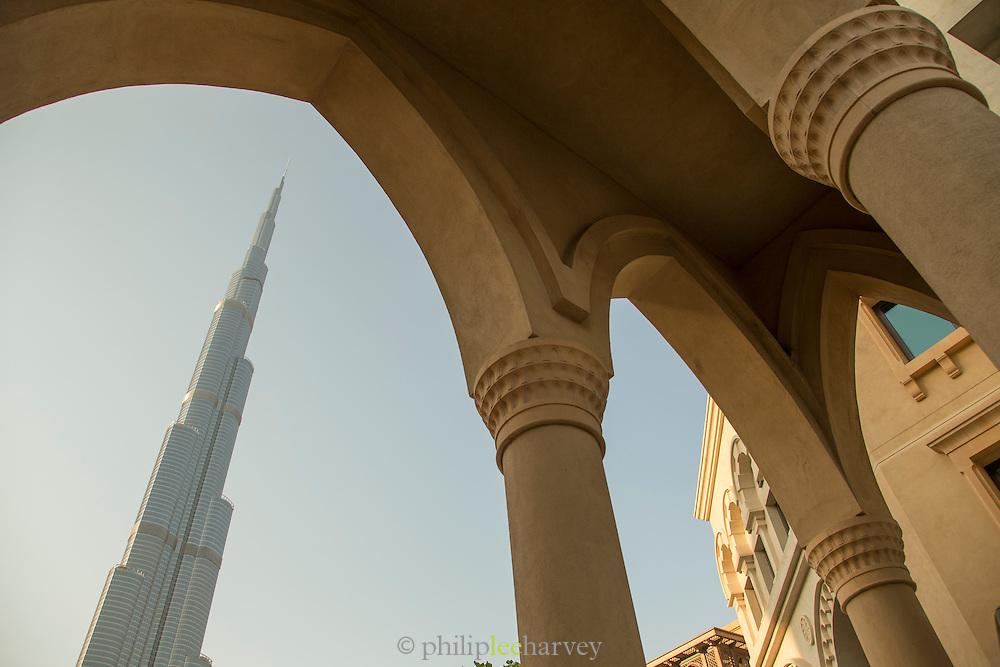 Burj Khalifa, seen from the Souk Al Bahar, downtown Dubai, United Arab Emirates