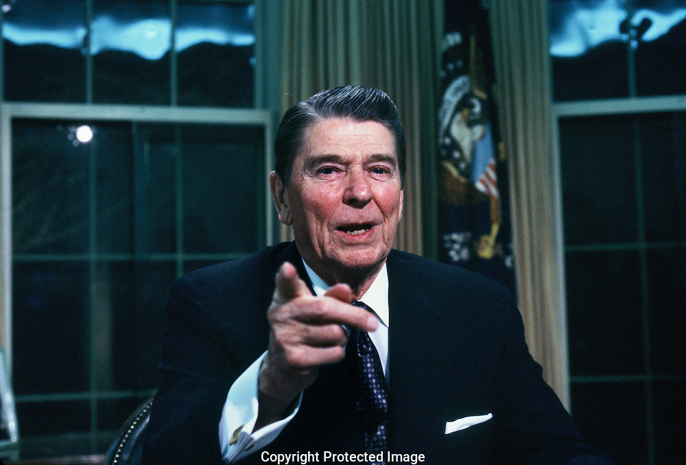 Ronald Reagan addresses the nation from the Oval Office on the Iran Contra situation<br /> Photo by Dennis Brack